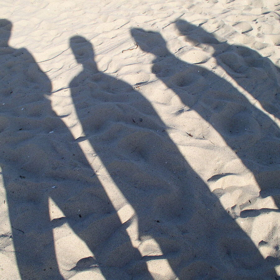 1280px-People_Shadow